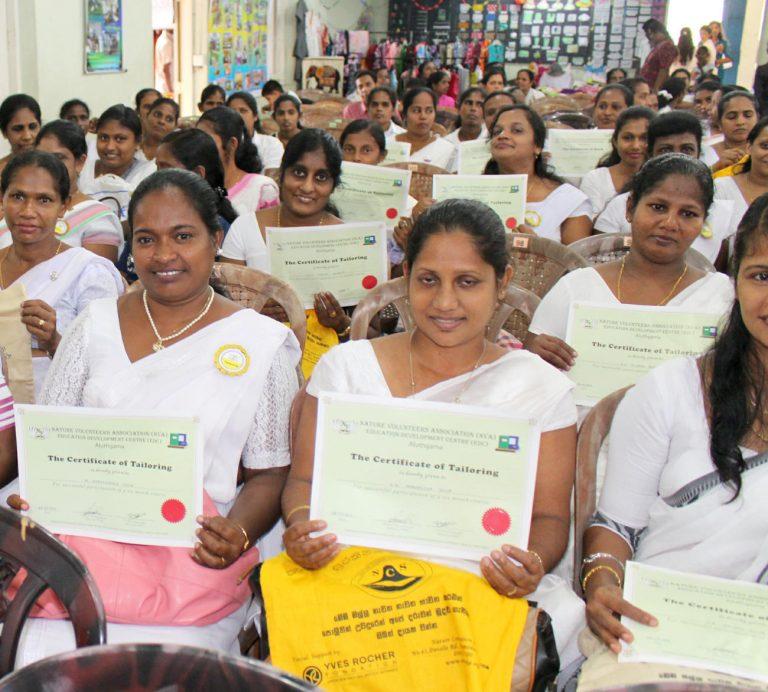 LOTUS fördert Ausbildungen für Frauen in Sri Lanka – Zertifikatvergabe des Nähkurses